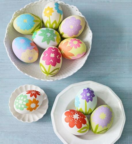Oua decorate cu flori din hartie decoratiune de Pasti