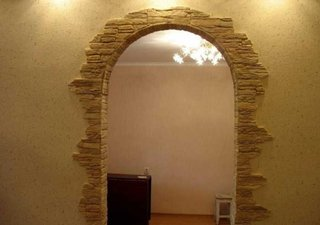 Arcada decorata cu piatra