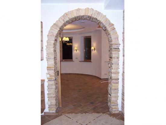Arcada hol decorata cu piatra decorativa