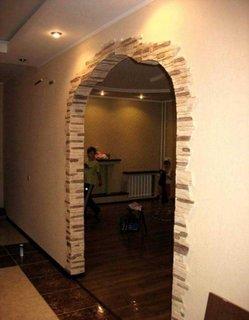 Arcada interioara placata cu piatra