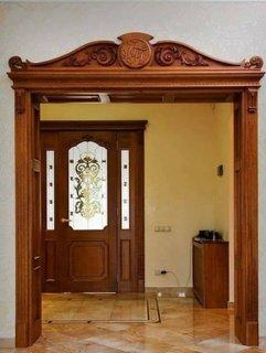 Arcada cu decoratiuni din lemn