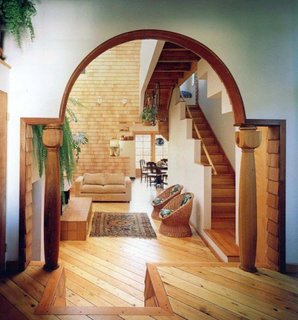 Arcada interesanta din lemn
