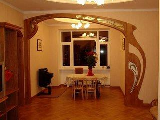 Arcada moderna din lemn