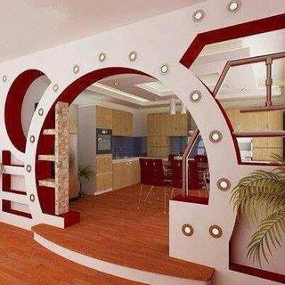Bucatarie open space cu usa in forma de arcada