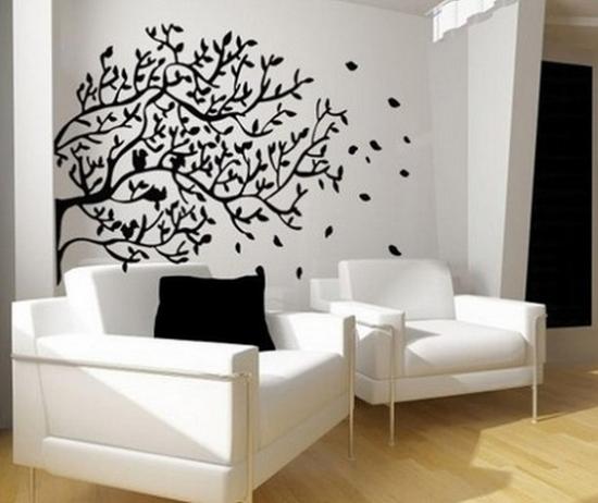 Sticker decorativ copac negru aplicat pe perete alb