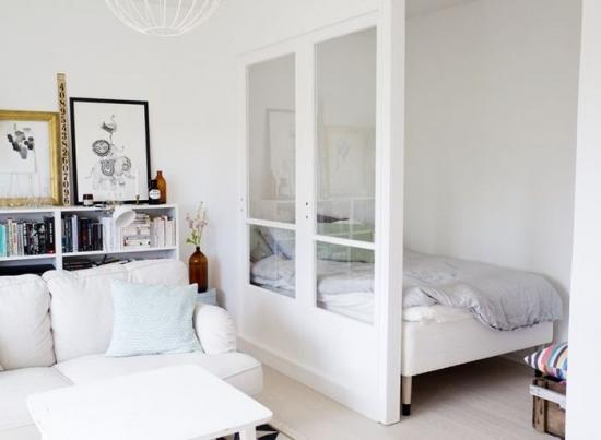 Partitie din rigips si geam pentru mascare pat in apartament cu 1 camera