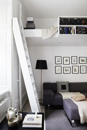 Pat loft deasupra canapelei
