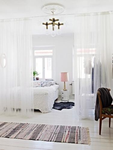 Perdele transparente ca separator dormitor