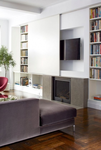 Masca televizor usa glisanta incorporata in biblioteca alba