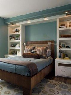 Albastru pal si maro inchis decor de dormitor modern