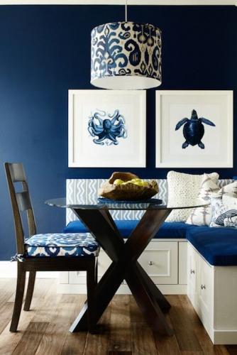 Coltar de bucatarie alb cu perne albastre