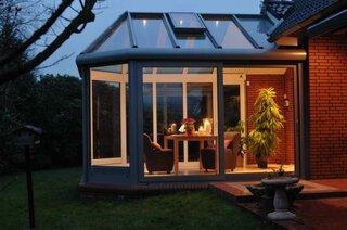 Veranda cu geamuri mari si acoperis sticla