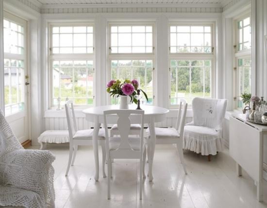 Amenajare romantica cu lemn alb