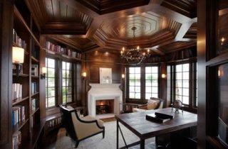 Biblioteca in casa din lemn