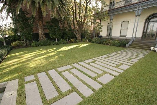 Care sunt avantajele placarii cu pavele sau dale? Aflati mai departe: Pavaje, pavele sau dale