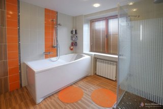 Accente oranj in baie