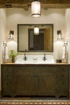 Dulap pentru baie din lemn masiv si oglinda mare