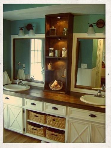 Oglinzi mari, individuale despartite printr-un organizator