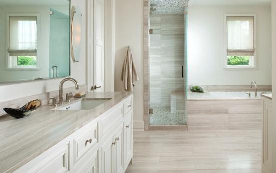 Detalii moderne pentru o baie minimalista cu marmura alba