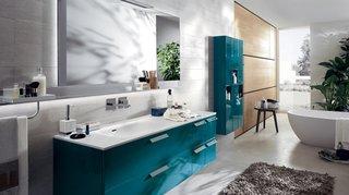 Mobilier baie lucios albastru baltic pentru baie moderna