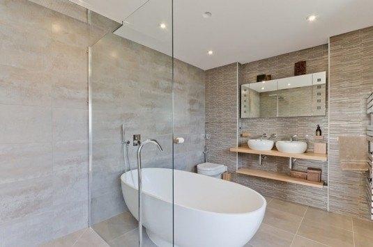 5 Gorgeous Scandinavian Bathroom Ideas: Baie Simpla In Culori Neutre Cu Cada Moderna
