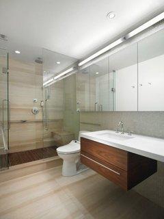 Usi de sticla pentru cabina de dus si perete cu oglinzi mari