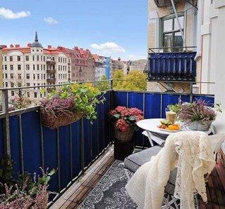 Amenajare primavara balcon mic deschis