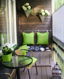 Balcon ingust amenajat ca terasa