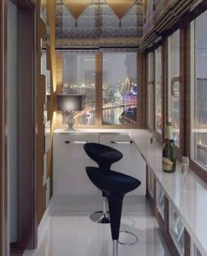 Balcon transformat in bar