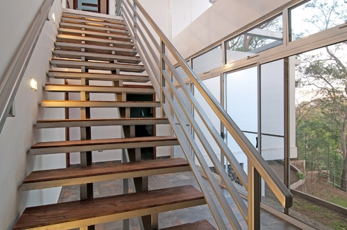 Cadru metalic si trepte de lemn pentru scara de interior