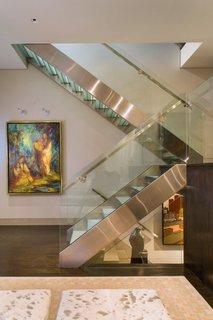 Design modern cu scara din inox si sticla