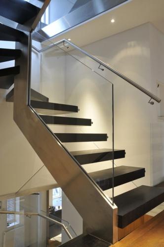 Scara de interior stil minimalist