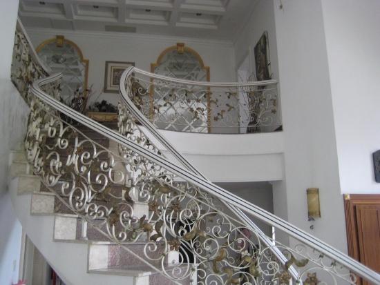 Balustrada alba din fier forjat