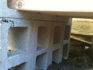 3. Se lipesc boltarii cu adeziv de ciment pentru exterior