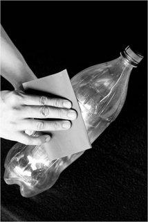 Curatare sticla de plastic