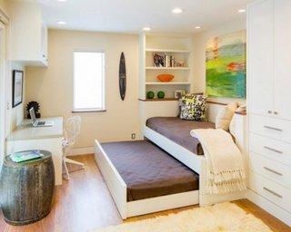 Dormitor cu pat extensibil pe orizontala si birou