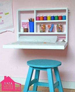 Birou pentru copii care se pliaza pe perete