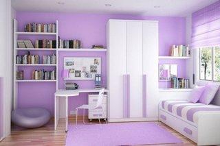 Birou pentru fetita amenajat in dormitor