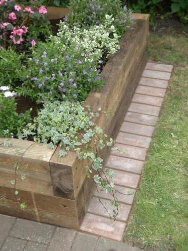 Borduri lemn flori gradina