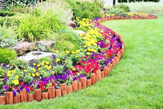 Straturi de flori amenajate cu bordura