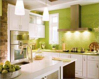 Faianta verde mar si mobila alb cu maro un design modern de bucatarie