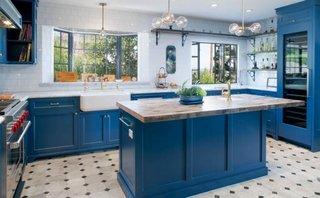 Bucatarie cu mobilier albastru