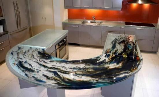 Insula semicirculara cu sticla pictata