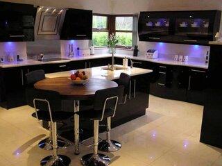 Mobila moderna neagra pentru bucatarie