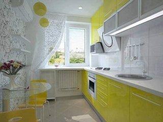 Bucatarie galbena cu alb amenajare apartament