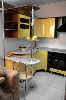 Mobila galben cu gri facuta pe comanda pentru bucatarie mica
