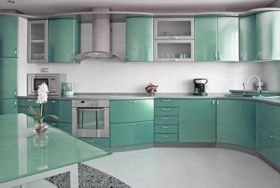 Amenajare moderna bucatarie culoare sidefata
