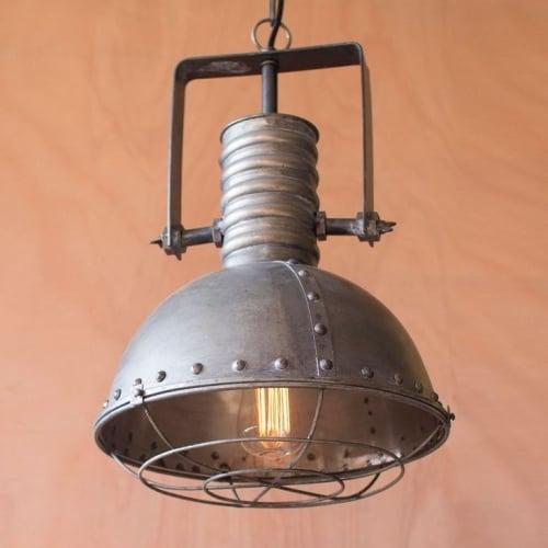 Corp de iluminat pentru bucatarie metalic cu nituri in stil industrial