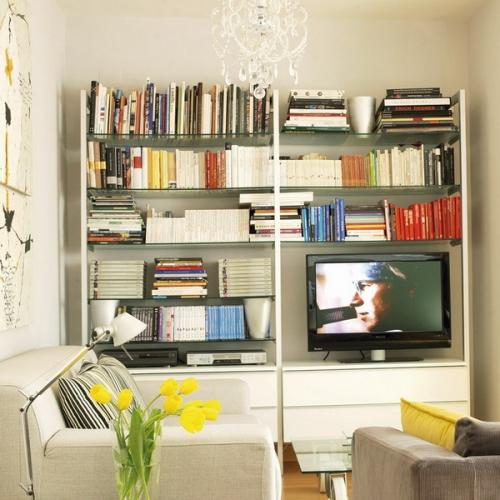 Biblioteca cu rafturi deschise si stand pentru TV in living