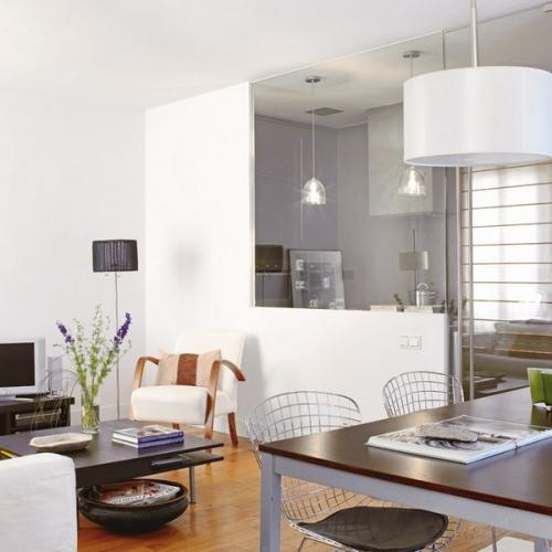 Varianta de mobilare a unui open space cu living, bucatarie si loc de luat masa